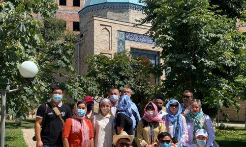 Қазақстандық журналистер Өзбекстандағы тарихи-мәдени орындармен танысты